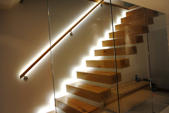 Staircase with led lights sparkle words social blog - Iluminacion led escaleras ...