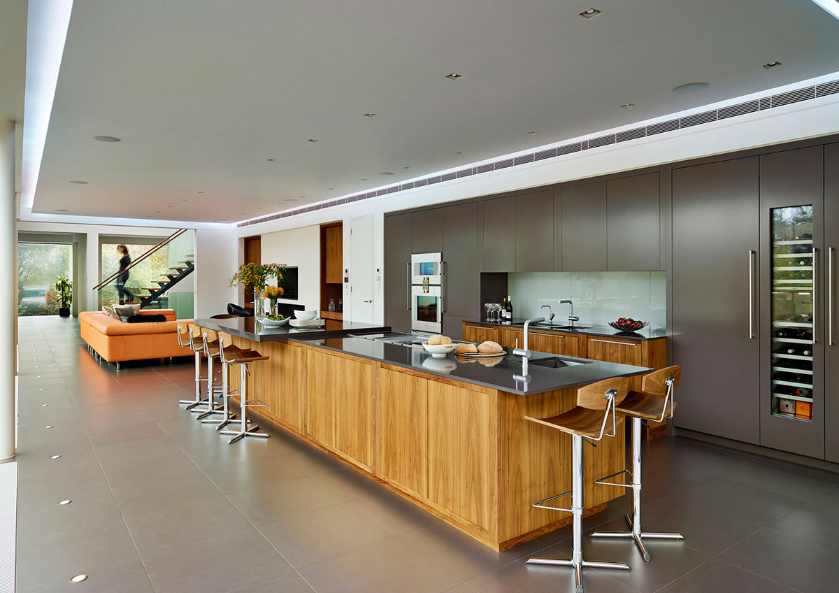 Kitchen-Island-Eco-Friendly-Modern-Home-in-Tandridge-England