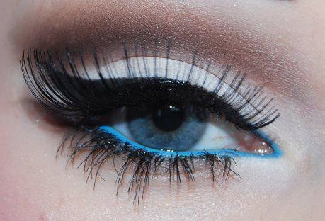 Black eye liner with blue bottom