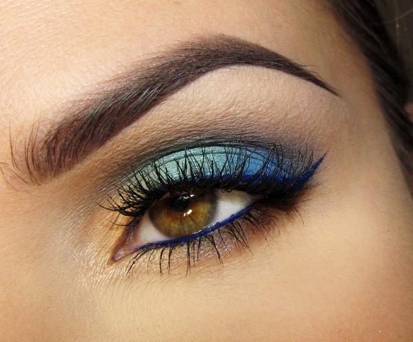 Blue eye liner with blue bottom